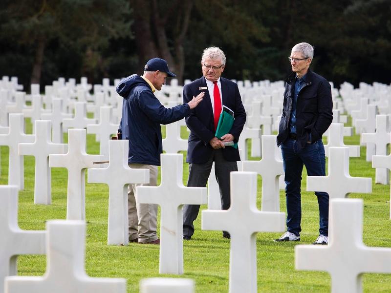 Tim Cook, détour par les plages du D-Day