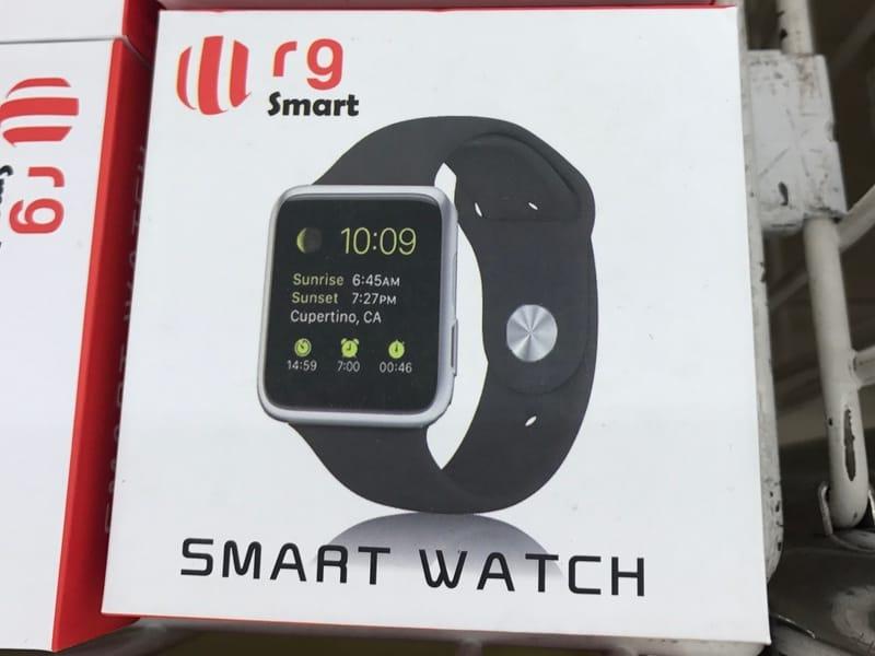 Entre les rayons légumes et épicerie, un clone d'Apple Watch