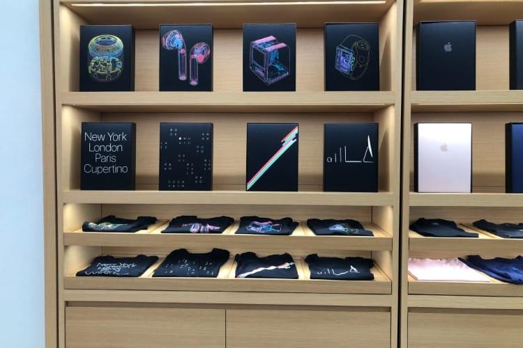 image en galerie : Nouveau design inédit pour les t-shirts en vente à Cupertino