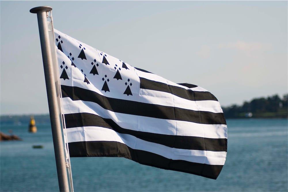 Quand est-ce que le drapeau breton sera enfin ajouté aux emojis? 😤