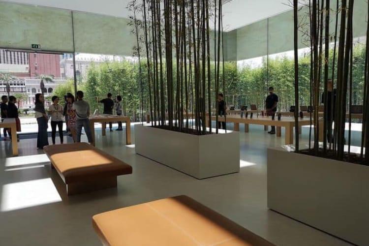 video en galerie : Une façade translucide en pierre et une forêt de bambous pour le nouvel Apple Store de Macao