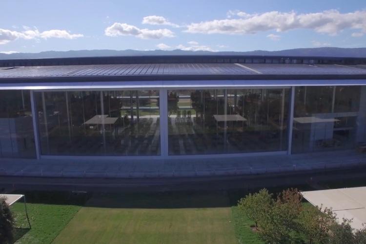 Apple Park ouvre les portes géantes de sa cafétéria