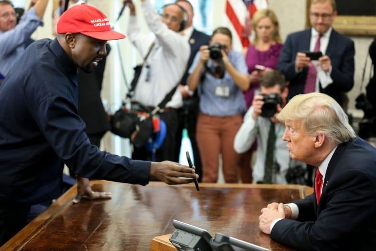 image en galerie : Le code de déverrouillage de l'iPhone de Kanye West est 000000