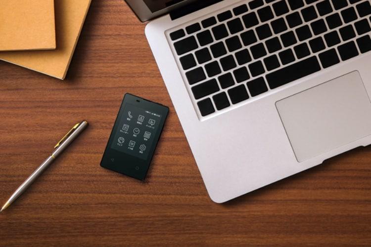 Kyocera lance un minuscule smartphone à écran e-ink