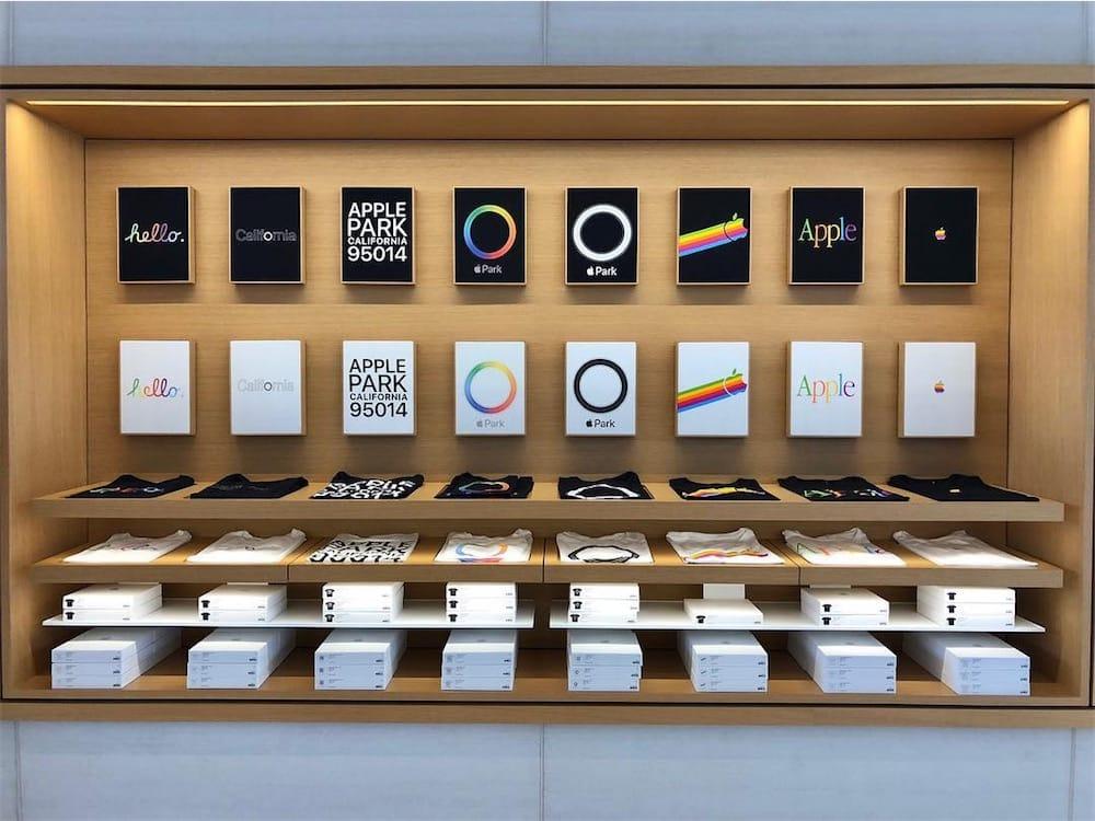 Nouveaux t-shirts rétro dans la boutique de l'ApplePark