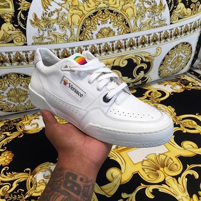👟 Les sneakers Apple des années 90 ont inspiré Versace