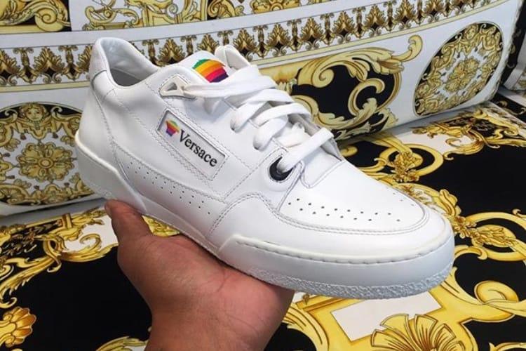 image en galerie : 👟 Les sneakers Apple des années 90 ont inspiré Versace