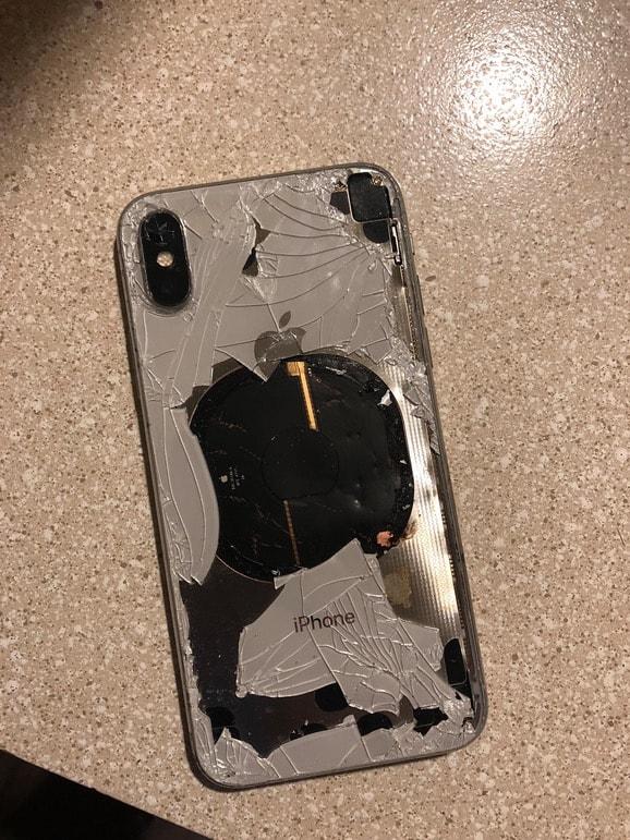 Un iPhone X qui explose, ça donne ça