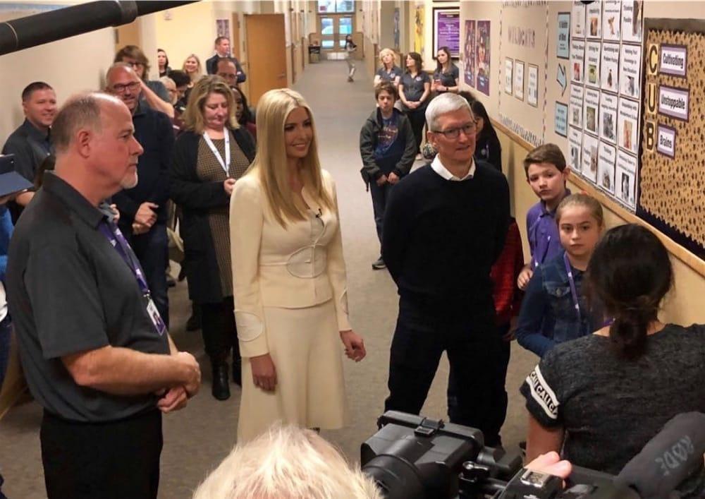 Tim Cook et Ivanka Trump retournent à l'école