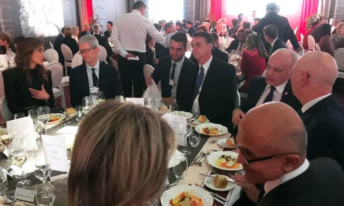 Tim Cook au Forum économique mondial à Davos [màj]